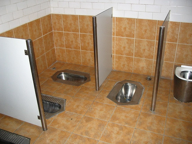 toalete squat compartilhado na China