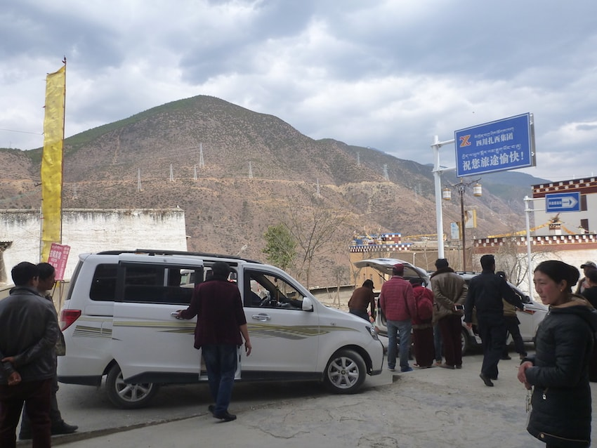 Taxi between Xiangcheng and Litang in China/Tibet
