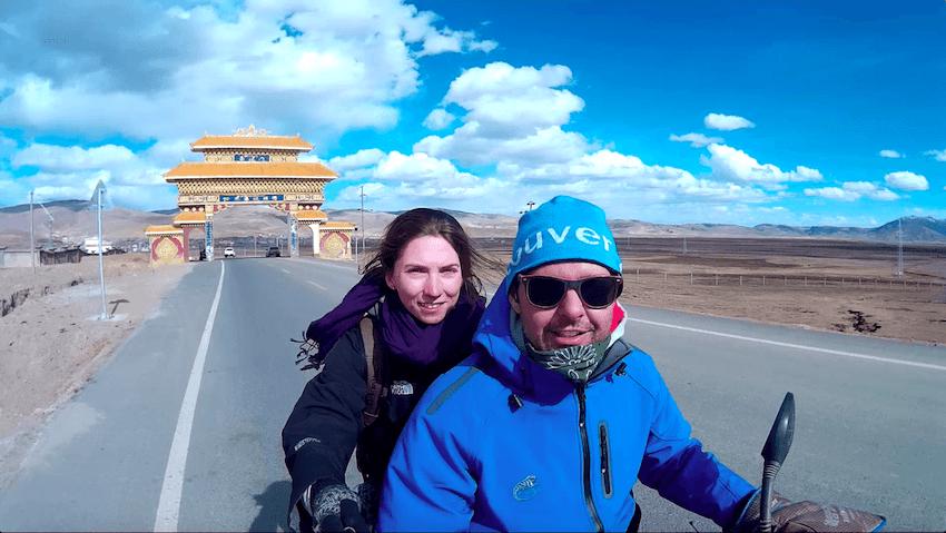 Andando de moto em Litang Tibete China