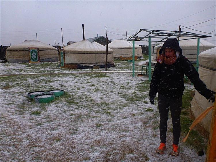 Ger Mongólia com neve